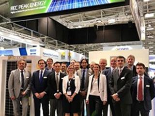 REC集团推出世界上第一款采用双面板设计的N型单晶硅太阳能电池板 开创新纪元