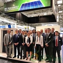 REC-Team-with-new-N-Peak-panel-at-Intersolar-Europe-2018_1