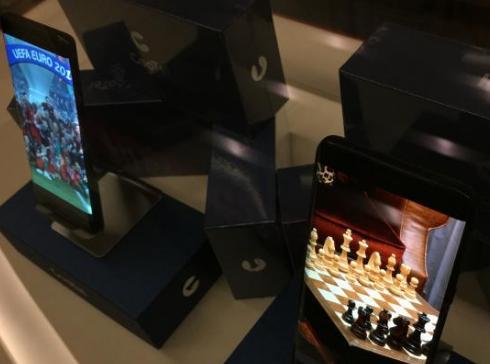 上海研制的首批柔性手机屏量产:打破国外技术垄断
