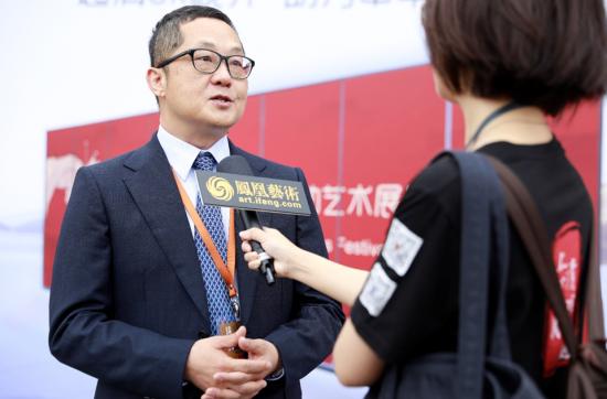富士康集团首席行销长袁学智接受采访