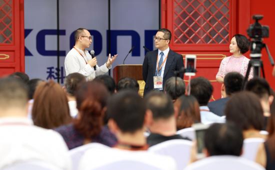 袁学智与中科院自动化研究科学艺术中心主任张之益进行对话