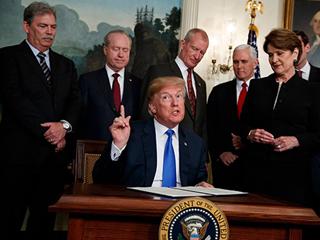 特朗普考虑将2000亿美元商品关税上调至25%