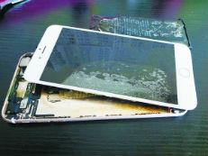 """iPhone再现爆炸门 苹果陷""""中年危机"""""""
