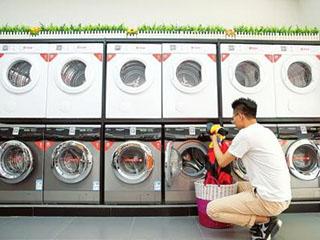 """西安城中村现""""共享自助洗衣机"""" 清洁卫生或难保证"""