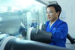 中科院科学家:要让新型太阳能电池更高效稳定