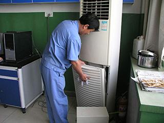 空调维修乱象调查:花2000元修完用了三次又坏了