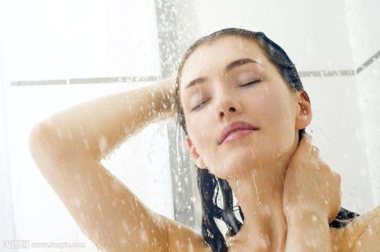 洗浴采暖两不误 燃气壁挂炉给你更多舒适体验