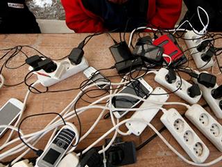 欧盟拟研究采取行动推进通用手机充电器开发