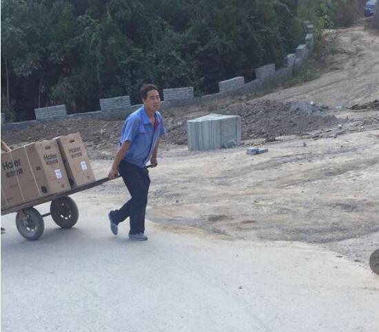1天1夜紧急安装:海尔人用手推车运送50多趟装空调