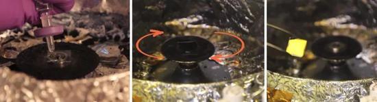 """有机太阳能电池的制作过程可以和""""摊煎饼""""进行类比——在平底锅(玻璃基底)上倒入面糊(有机半导体材料的溶液),并将面糊(溶液)摊开,随着面糊中水分(溶剂)的挥发,逐渐形成了一张完整的煎饼(有机薄膜)。图片来源:http://solarmer.com/videos/(制图:小柒)"""