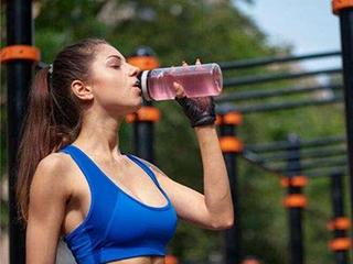 你的喝水方式真的正确?这些坏习惯你有吗?