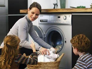 为什么专家不建议把洗衣机放阳台?老师傅说漏嘴,原来还有这讲究
