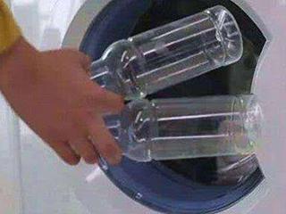 头一次见在洗衣机里扔瓶子,回家也要效仿