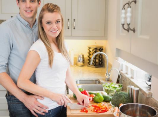 国美洗碗节调查显示:男性洗碗更利于家庭和谐