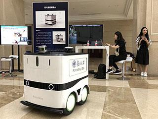 机器人现身复旦 外卖机器人年底将在校园常态化运营
