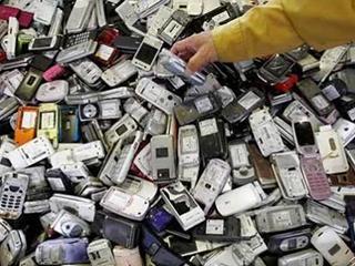 """为何那么多人收废旧手机?原来有""""猫腻""""!"""