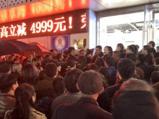 除了人还是人,苏宁晚间门店整体销售同比增103.6%