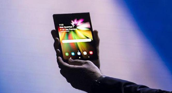三星折叠屏手机再曝光 价格或高达1.8万人民币