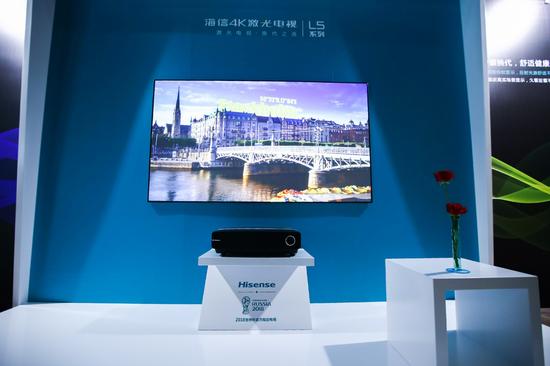 2018年5月,海信推出80吋激光电视L5,上市即成爆款,并在今年第26周登上电视市场畅销榜榜首,这也是中国彩电市场畅销榜榜首有史以来第一次被激光电视占领。