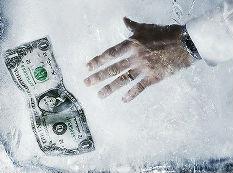 面板厂商频传危机至寒时刻如何过冬?