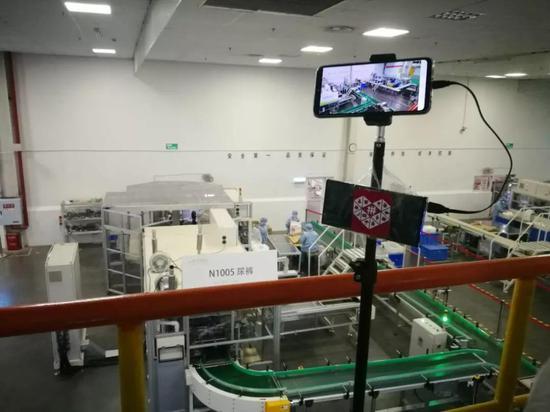 重庆百亚工厂车间里的直播