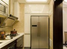 很多人把冰箱放在这,实际又热又费电
