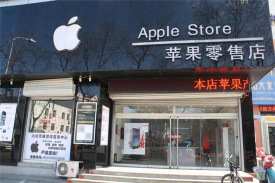 在苹果零售店盛行之前,多数的苹果设备都是依靠这些店销往全国