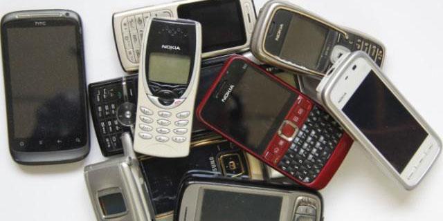 """农村回收的""""废旧手机"""",收回去到底是干什么用?"""
