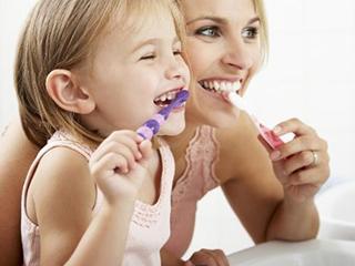 刷牙的时候,电动牙刷好还是普通牙刷好?
