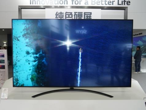 OLED液晶两手抓 LG纯色硬屏电视参展AWE2019