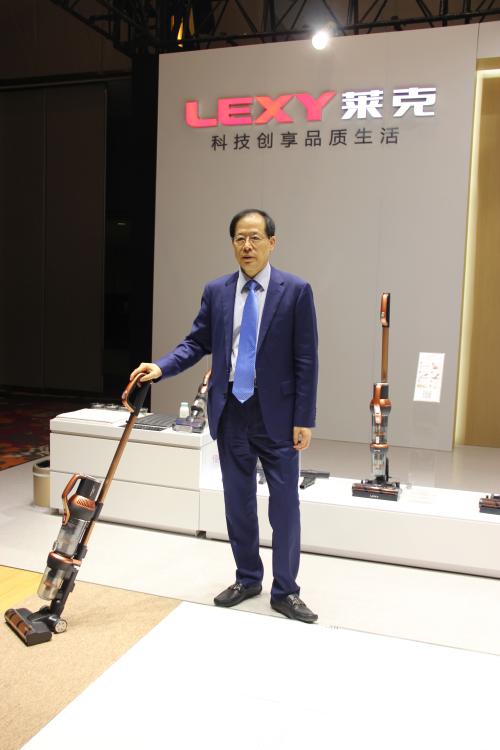 莱克电气董事长兼总裁倪祖根与魔洁M12