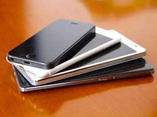 新机集中上市 你想过每年淘汰的旧手机都去哪儿了吗?