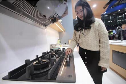海尔发明1键烹饪燃气灶 饭好自动熄火