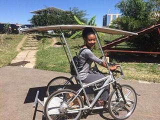 非洲国家用上太阳能自行车 彻底改变生活方式