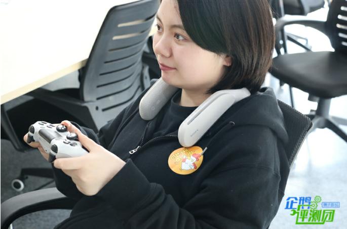 索尼无线可穿戴扬声器评测:佩戴舒适音质可环绕