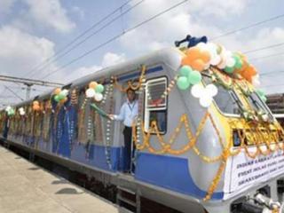 印度火车再创新高:发明太阳能火车时速80公里