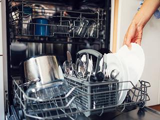 有了洗碗机,就可以不需要消毒柜了?不可能!