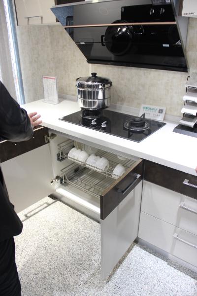 欧普针对中国家庭烹饪习惯设计的橱柜