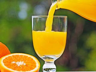 夏季酷暑难耐,怎少得了一杯爽口鲜榨果汁?