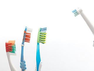 """电动牙刷左右""""互搏"""":当刷牙成为一门技术活"""