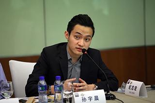 中国90后花3153万元拍下巴菲特午餐:马云湖畔大学首批学员