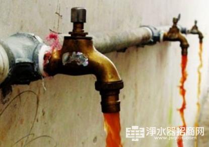 输水管造成自来水二次污染 净水器成饮水安全重要关卡