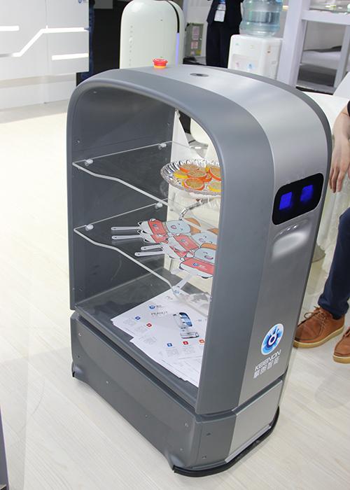 擎朗智能新品送餐机器人PLUS