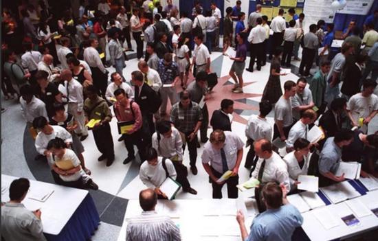 参加Nortel招聘活动的人群,2000年