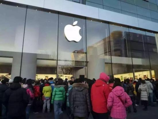 跪久了,再爬起来就难了!!苹果在中国跌落,难道被华为逼急了?