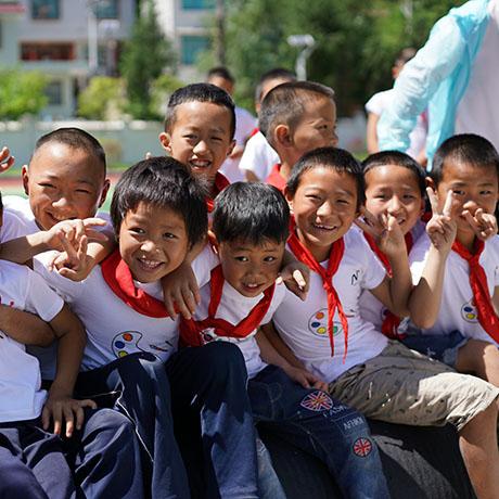 红顶公益贵州行 孩子们用画笔勾勒美好明天