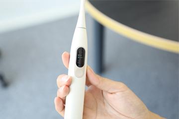 当牙刷遇上了触摸屏 Oclean X智能触屏电动牙刷体验