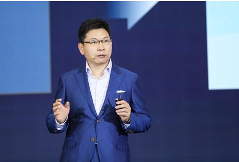 """早在今年3月AWE期间,华为对外发布了全场景智慧化战略,余承东表示,华为将围绕HiAI、两大开放平台和三层结构化产品的战略,为行业打造一个丰富多彩的智能家居生态系统,这一战略也是华为消费者业务未来5~10年坚持的唯一核心战略。在华为的这一战略构想中,华为智慧屏是其三层结构化产品中""""1+8+N""""中重要的""""8""""分之一。"""