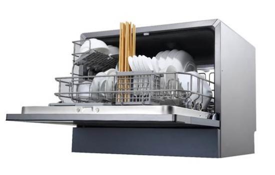 洗碗机具有预约洗、冷冲洗、日常洗、超强洗、晶柔洗、快速洗六大核心功能,只需简单地点按功能键,就可以轻松实现六大功能的自由切换。漂洗时候可以达到80度的高温,具有超强的去污能力,而且高温可以分解油脂、杀死细菌,杀菌率高达99.99%。