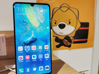 """5G手机进驻苏宁小店,818最新产品""""在身边"""""""